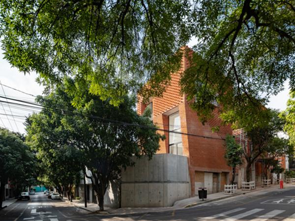 Brick Townhouses : SLOT